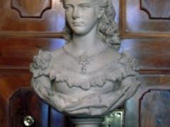 Sissy statue